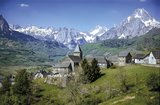 Cicerone - Walks and climbs in the Pyrenees._